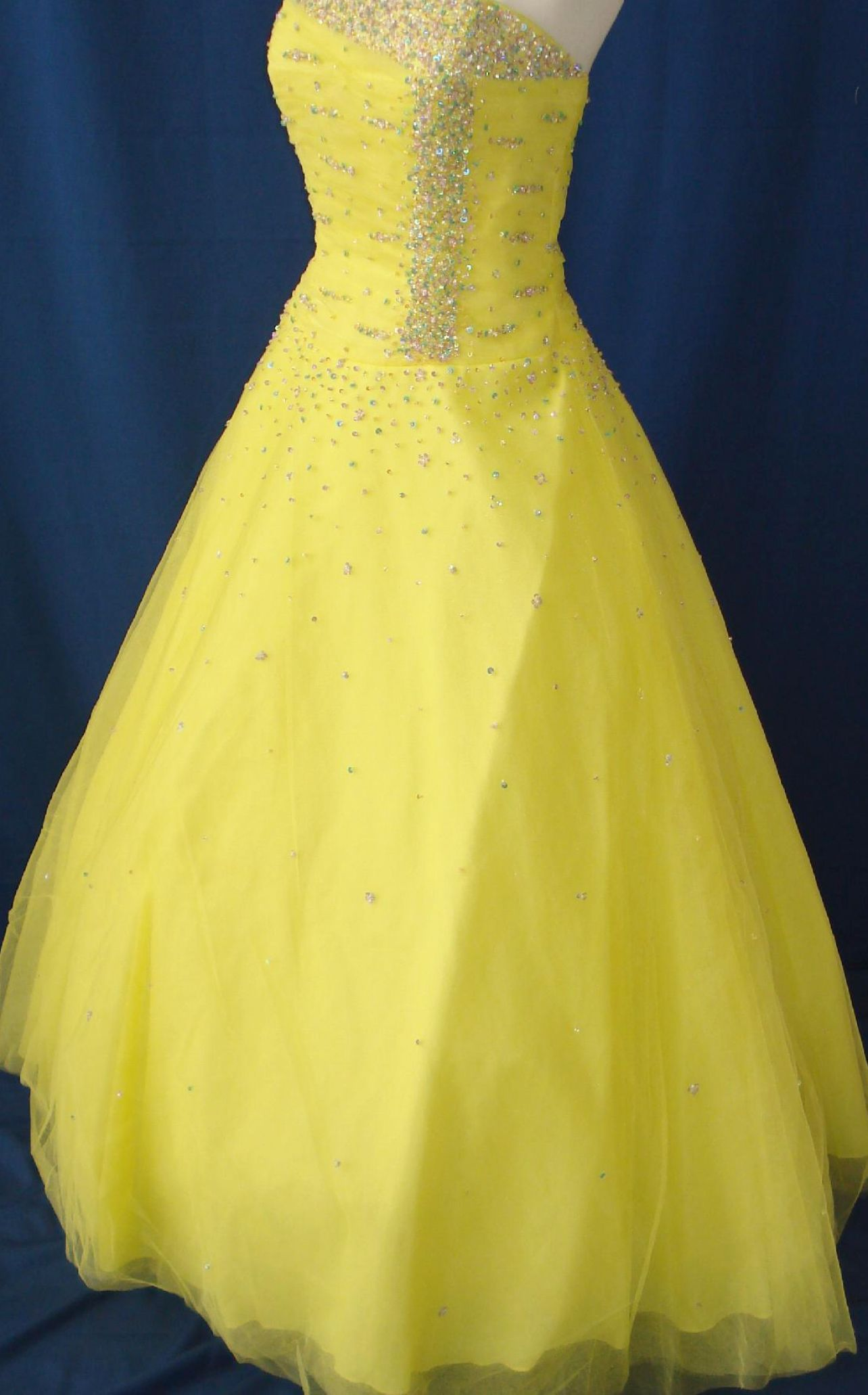 Wedding dresses in yellow and white for Yellow dresses for wedding
