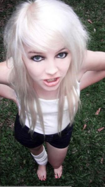 Blonde emo girl kissing emo pictures 3