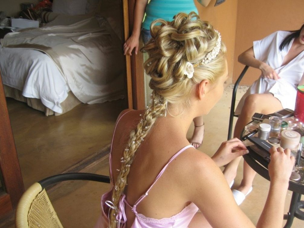 Updo Wedding Hairstyles for Medium Hair The perfect wedding updos are easy.