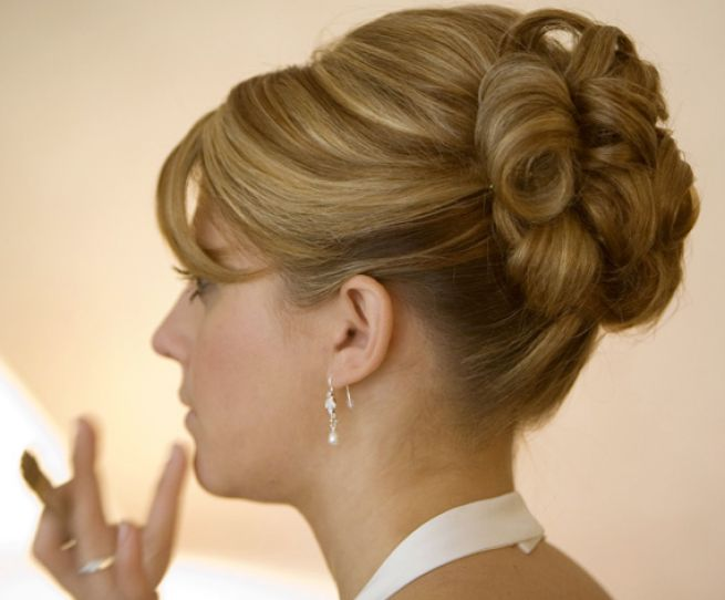 Medium bridal styles. 120 free pictures of medium hairstyles for weddings.