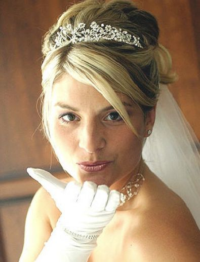 bridal hairstyles with veil 4