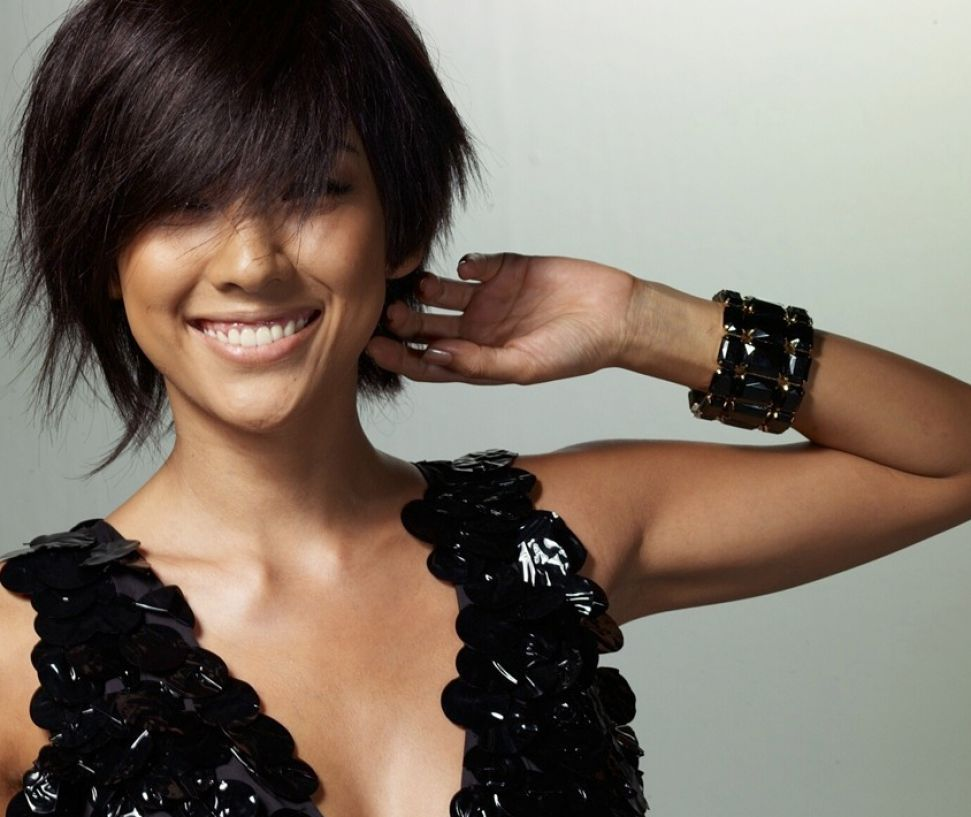 Cute short haircuts for thick wavy hair pictures 4