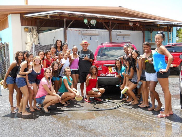 high school cheerleaders car wash 2