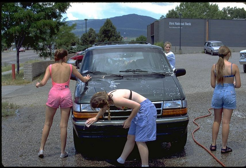 high school cheerleaders car wash 4