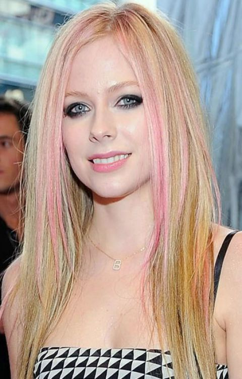 avril lavigne 2011 photos. AVRIL LAVIGNE 2011 HAIRSTYLE