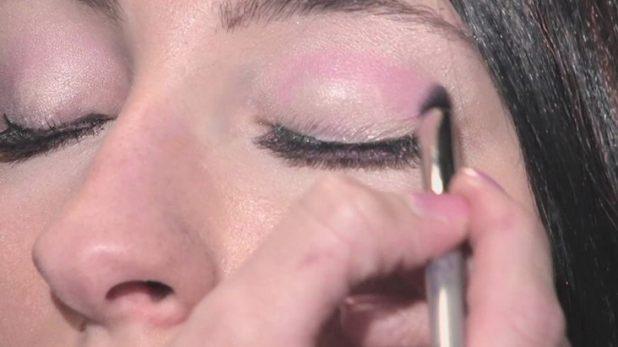 How To Put Wedding Makeup : How to put on eye makeup for brown
