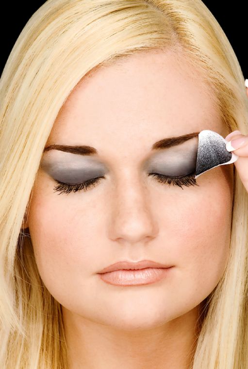 How To Apply Bridal Eye Makeup : How to put on eye shadow