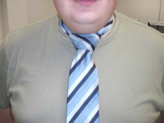 Learn how to tie a tie with the Windsor Knot, following step-by-step video