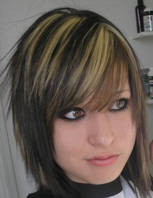 Impressive Emo Hairstyles for Girls with Medium Hair 598 x 774 · 59 kB · jpeg