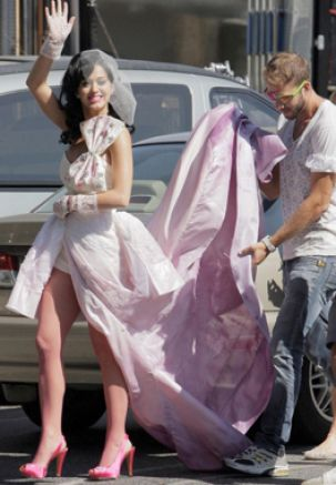 Pics of katy perry in her wedding dress pictures 1