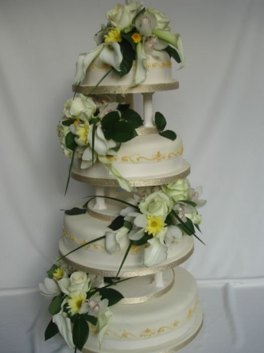 Pictures Of Wedding Cakes With Fresh Flowers Pictures 4
