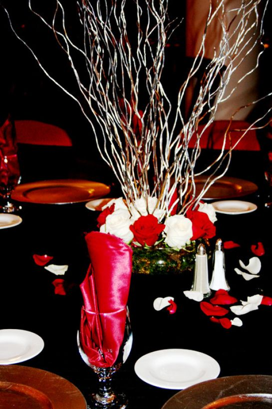 Red black and white wedding centerpiece ideas