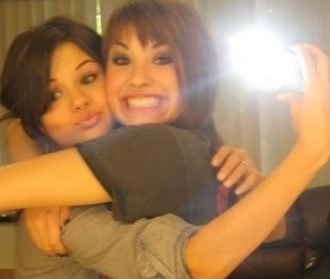 Selena+gomez+and+demi+lovato+kissing