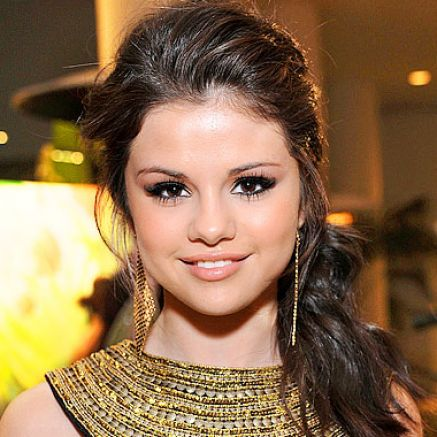 selena gomez hairstyles curly. Selena gomez#39;s curly hairstyle