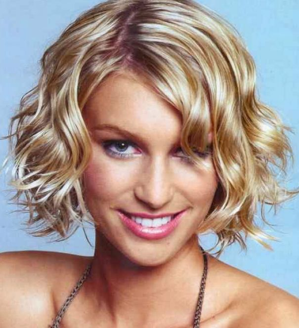 Short naturally wavy hairstyles pictures 2
