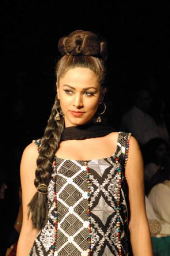 Summer 2011 fashion pakistan pictures 3