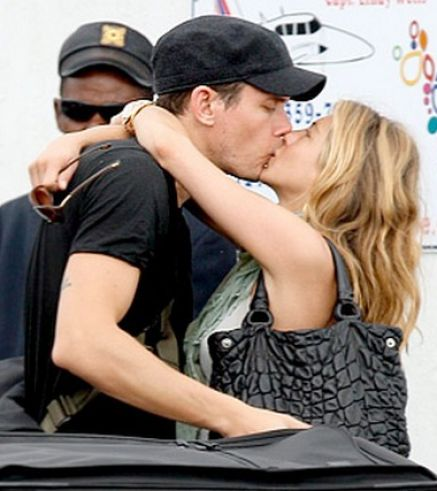 jake gyllenhaal and taylor swift kissing - photo #6