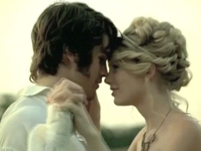 Taylor swift hair in love story video pictures 1