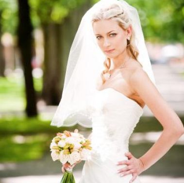 Wedding hairstyles half up half down with veil and tiara pictures 3