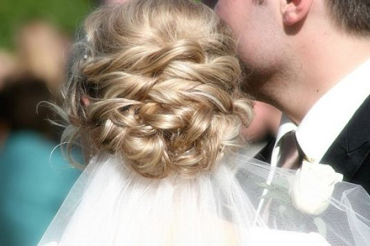 Wedding hairstyles updos 2011 pictures 3